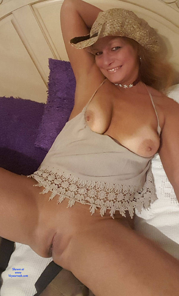 Pic #6 A Few Smiles - Big Tits, Shaved, Amateur