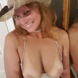 Pic #1 A Few Smiles - Big Tits, Shaved, Amateur