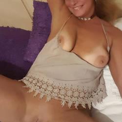 Pic #6 A Few Smiles - Big Tits, Shaved, Amateur