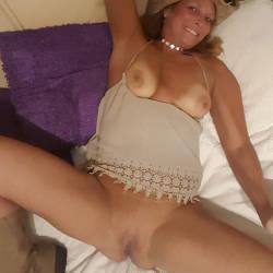 Pic #7 A Few Smiles - Big Tits, Shaved, Amateur