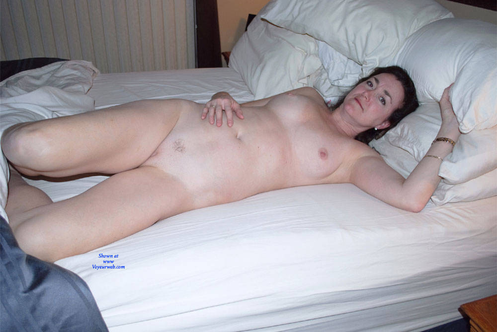 Pic #10 Can You See Me Now? - Nude Girls, Big Tits, Brunette, Amateur