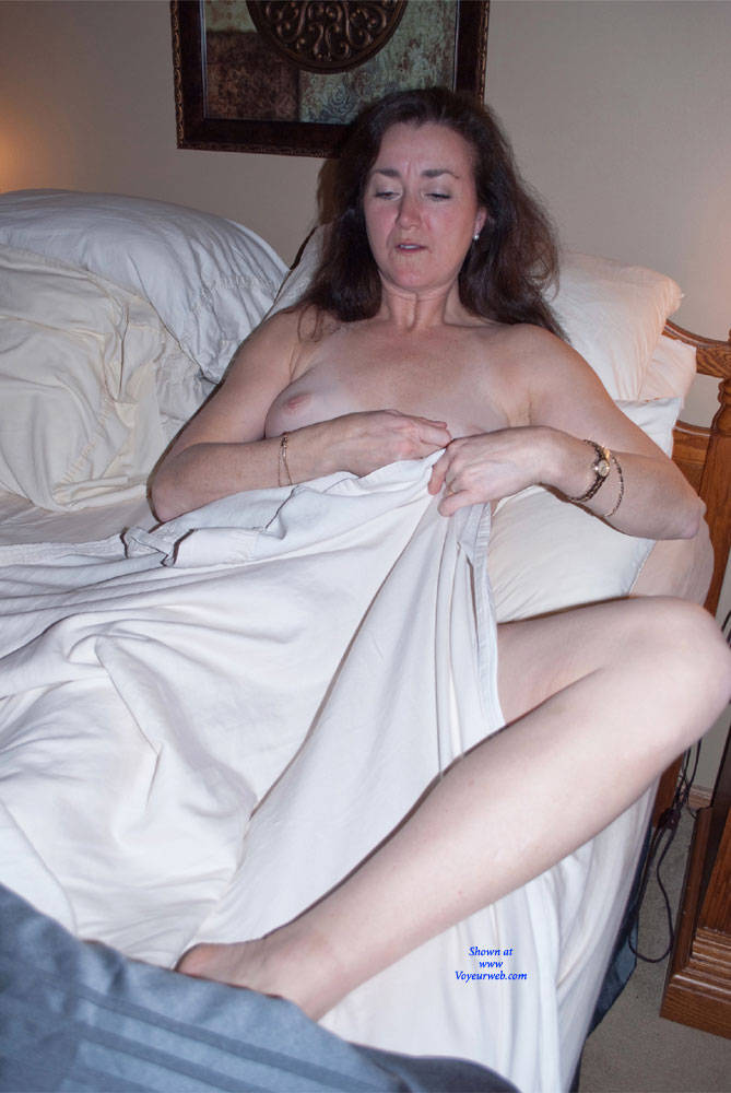 Pic #1 Can You See Me Now? - Nude Girls, Big Tits, Brunette, Amateur