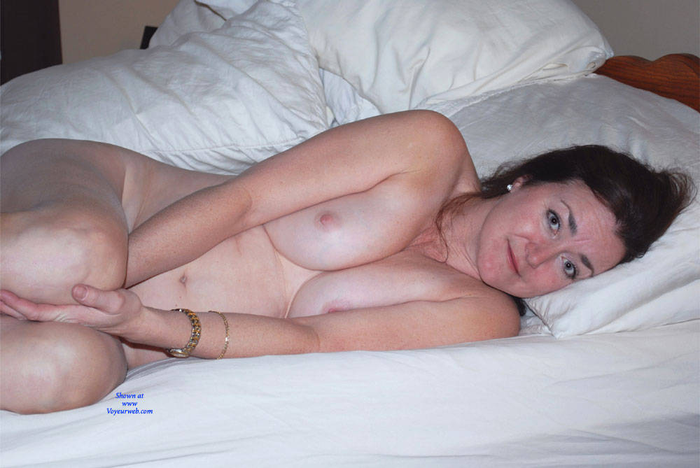 Pic #6 Can You See Me Now? - Nude Girls, Big Tits, Brunette, Amateur