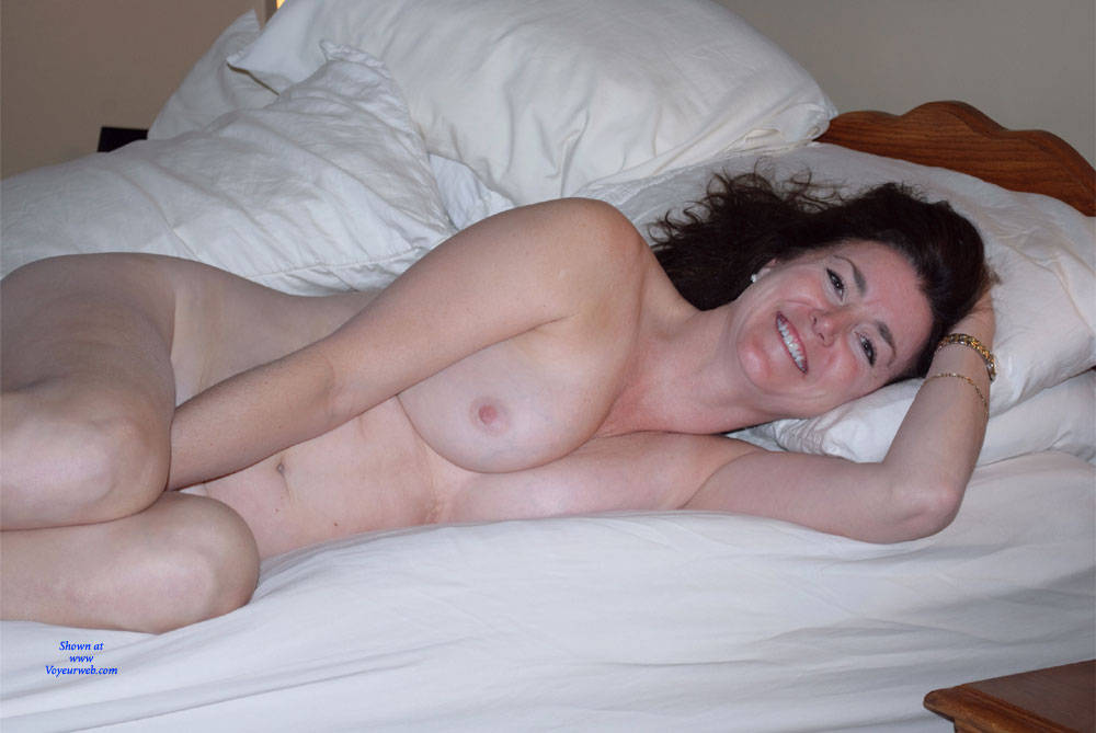 Pic #4 Can You See Me Now? - Nude Girls, Big Tits, Brunette, Amateur