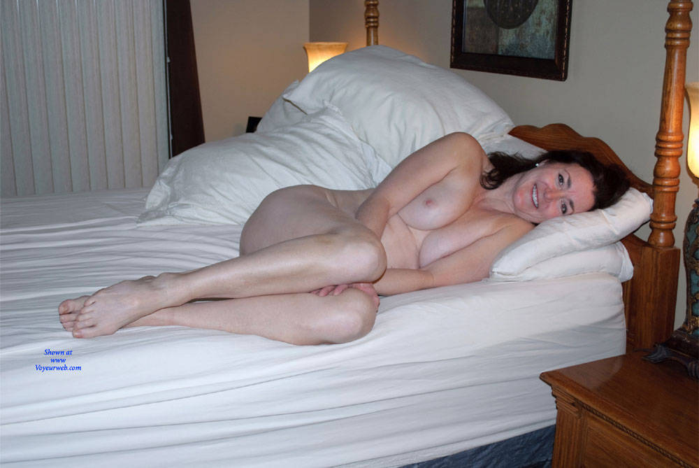Pic #8 Can You See Me Now? - Nude Girls, Big Tits, Brunette, Amateur