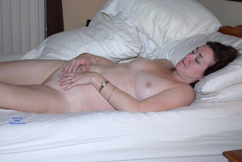 Pic #9 Can You See Me Now? - Nude Girls, Big Tits, Brunette, Amateur