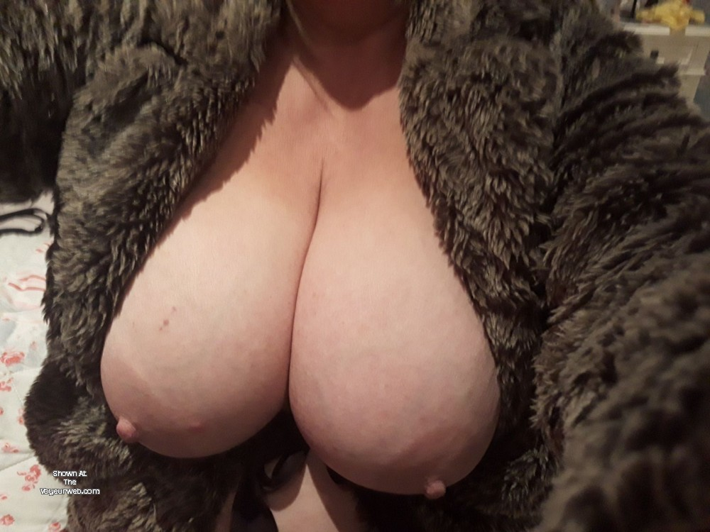 Pic #1 Large tits of a co-worker - Gee-Gee from Yorkshire is back