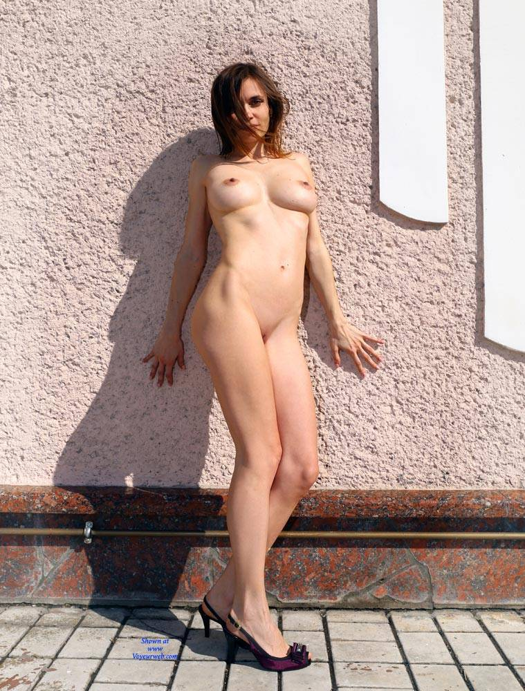 Pic #1 Nude On Heels - Nude Girls, Big Tits, Brunette, Outdoors, Shaved, Amateur