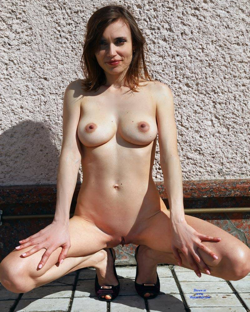 Pic #4 Nude On Heels - Nude Girls, Big Tits, Brunette, Outdoors, Shaved, Amateur