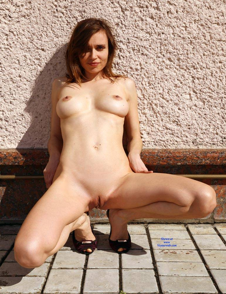 Pic #5 Nude On Heels - Nude Girls, Big Tits, Brunette, Outdoors, Shaved, Amateur
