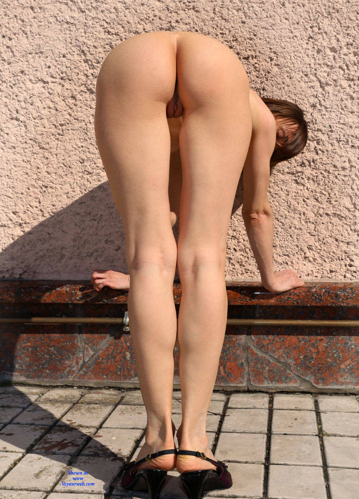 Pic #6 Nude On Heels - Nude Girls, Big Tits, Brunette, Outdoors, Shaved, Amateur