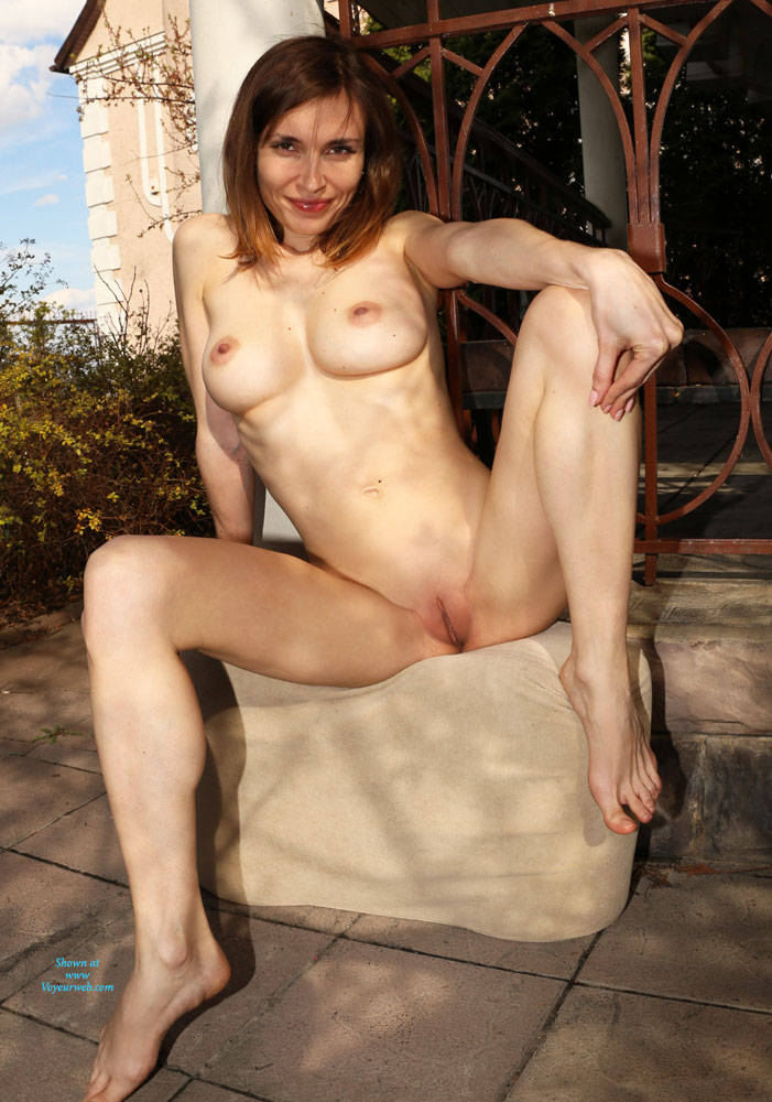 Pic #9 Nude On Heels - Nude Girls, Big Tits, Brunette, Outdoors, Shaved, Amateur