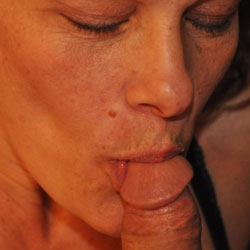 Oude dame geeft blowjob