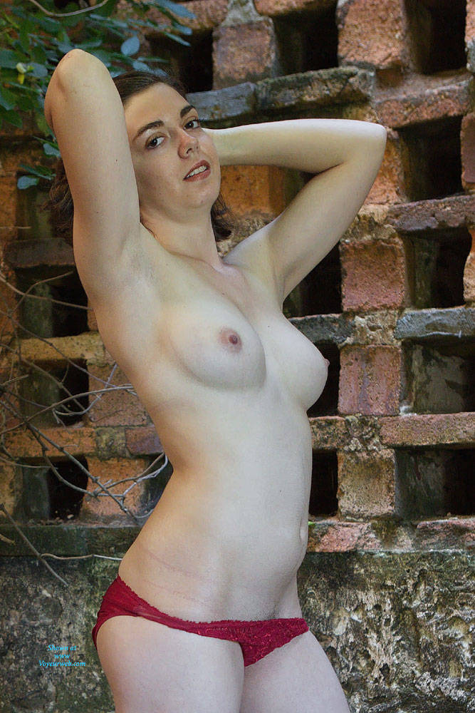 Pic #4 First Casting - Topless Girls, Big Tits, Brunette, Outdoors, Amateur, European And/or Ethnic