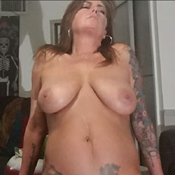 Buggs Smiles - Big Tits, Brunette, Amateur, Tattoos