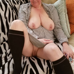 My jiggly Wife Nude - Nude Wives, Big Tits, Shaved, Amateur, Stockings Pics