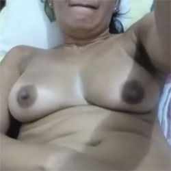 Katy Se Masturba - Nude Friends, Big Tits, Masturbation, Shaved, Amateur