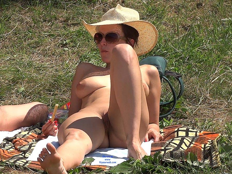 Pic #2 Straw Hat - Nude Girls, Big Tits, Outdoors, Shaved