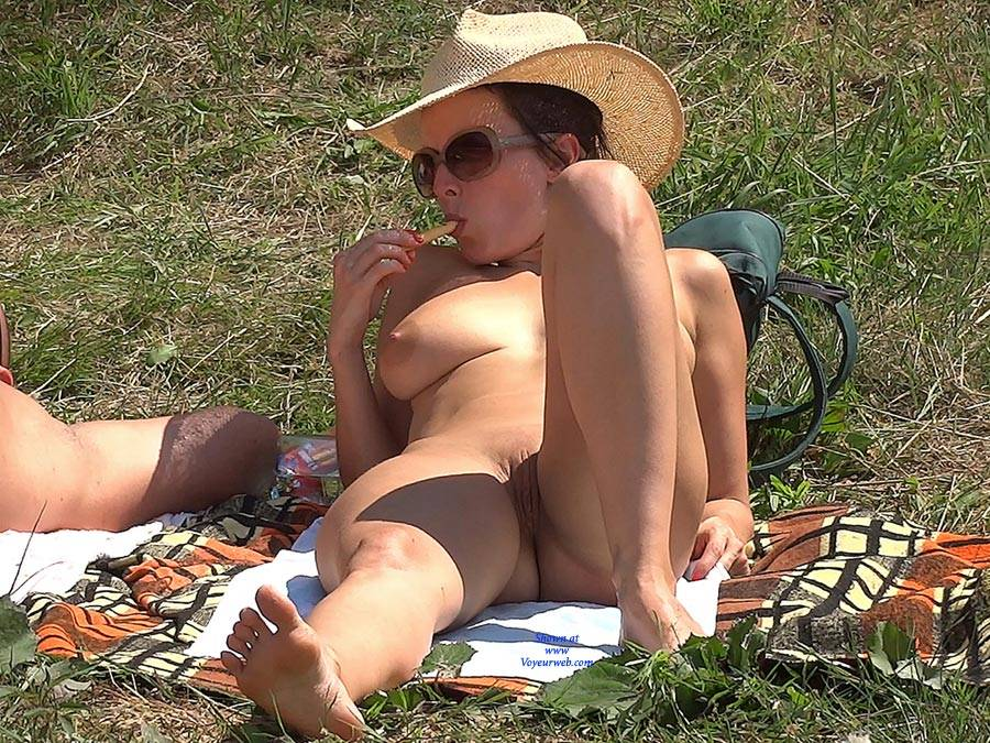 Pic #3 Straw Hat - Nude Girls, Big Tits, Outdoors, Shaved