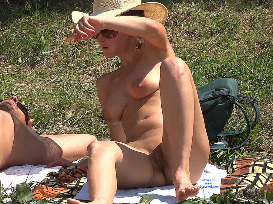 Pic #4 Straw Hat - Nude Girls, Big Tits, Outdoors, Shaved
