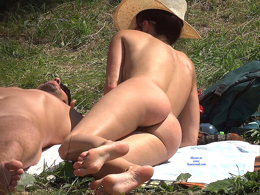 Pic #5 Straw Hat - Nude Girls, Big Tits, Outdoors, Shaved
