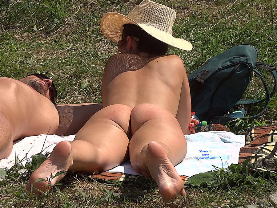 Pic #6 Straw Hat - Nude Girls, Big Tits, Outdoors, Shaved