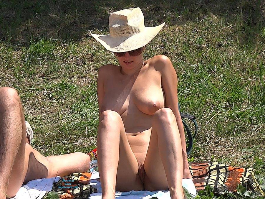 Pic #7 Straw Hat - Nude Girls, Big Tits, Outdoors, Shaved