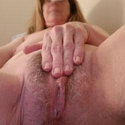Sue's Wonderful Pussy - Close-Ups, Pussy, Amateur
