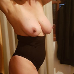 Posing - Big Tits, Amateur