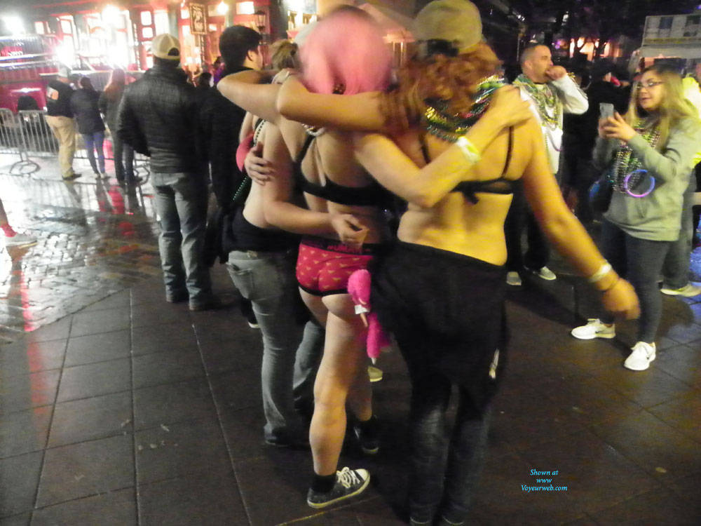 Pic #9 Galveston, TX Mardi Gras - Big Tits, Outdoors, Public Place