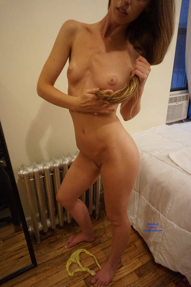Pic #4 Amateur Anika Posing For First Time - Nude Girls, Amateur, Firm Ass