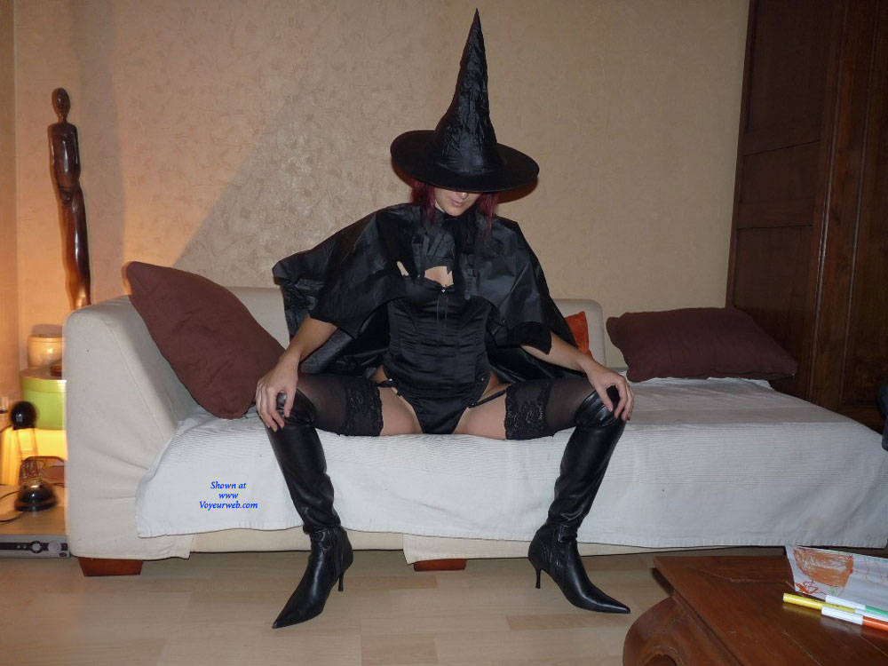 Pic #1 Laurence - High Heels Amateurs, Costume