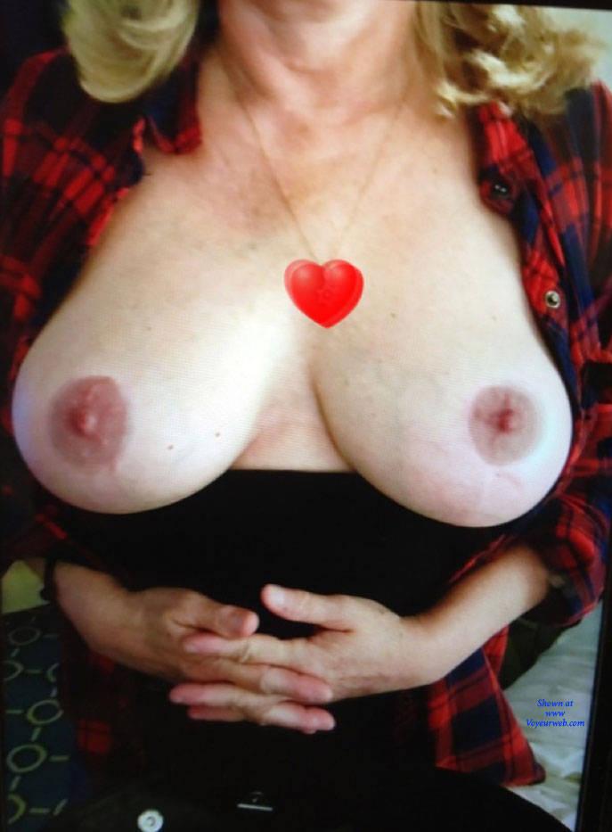 Pic #1 Showing Off - Big Tits, Amateur