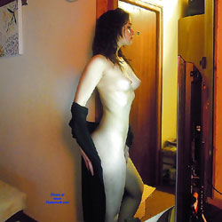 Caroline Loves To Be Seen - Nude Girls, Brunette, Shaved, European And/or Ethnic, Amateur