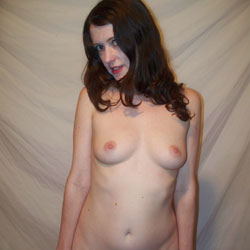 Emma, Amateur Brunette MILF - Nude Girls, Brunette, Bush Or Hairy, Amateur