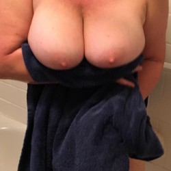 Very large tits of my wife - VeeVicki