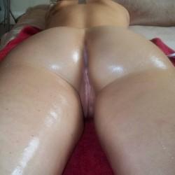 A neighbor's ass - GirlzPose4Me