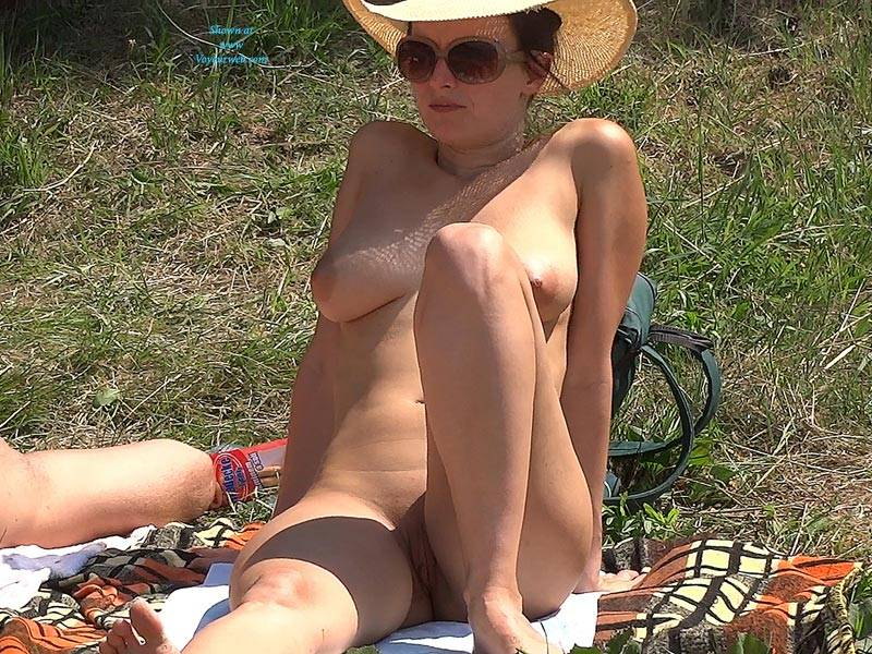 Pic #2 Straw Hat 2 - Nude Girls, Outdoors, Shaved, Firm Ass