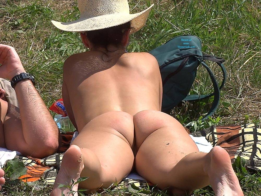 Pic #5 Straw Hat 2 - Nude Girls, Outdoors, Shaved, Firm Ass