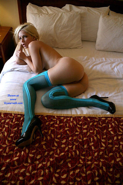 Pic #2 View Through the Window - Nude Girls, Big Tits, Blonde, Shaved, Amateur