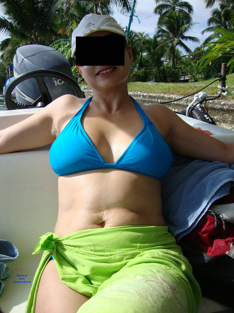 Pic #2 Hot And Sexy Milf - Brunette, Outdoors, Amateur