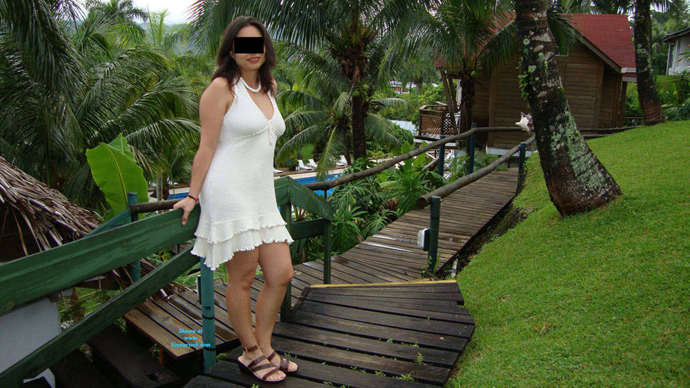 Pic #7 Hot And Sexy Milf - Brunette, Outdoors, Amateur