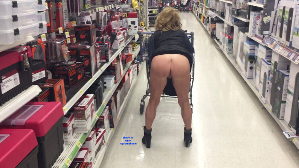 Pic #3 Flashing My Cougar Bubble Ass! - Pantieless Girls, Public Exhibitionist, Flashing, Public Place, Amateur