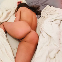 Is It Bed Time? - Shaved, Pussy, Amateur, Nude Girls