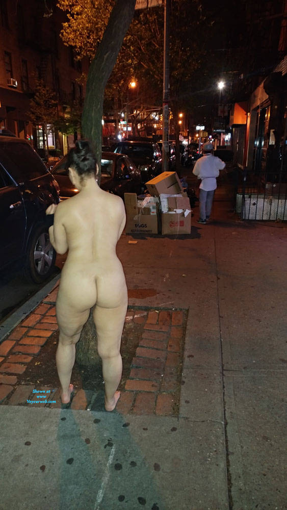 Pic #2 Naked In NYC - Nude Girls, Big Tits, Brunette, Public Exhibitionist, Flashing, Outdoors, Public Place, Amateur