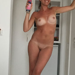 Cleo Poses For You - Nude Girls, Big Tits, Amateur