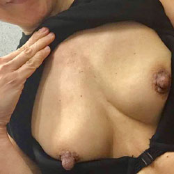 Horny - Topless Wives, Amateur, Big Nipples