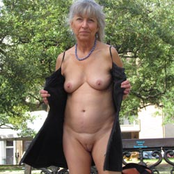 Feeding The Squirrels - Pantieless Girls, Public Exhibitionist, Flashing, Outdoors, Public Place, Shaved, Amateur