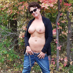 Fall Posing - Nude Amateurs, Big Tits, Brunette, Outdoors, Nature