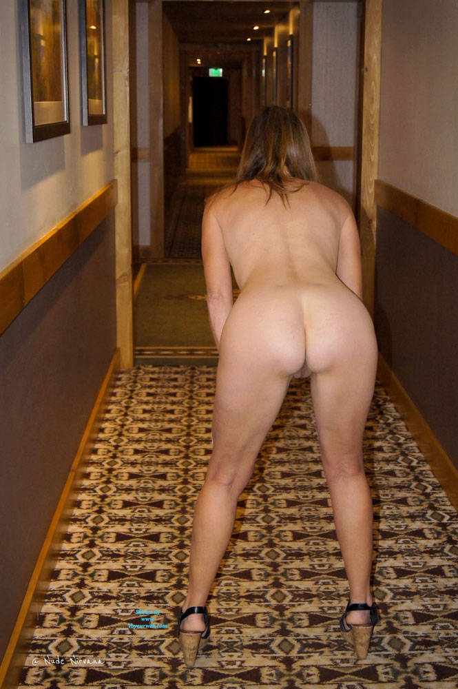 Pic #9 Nirvana Hallway - Nude Girls, Public Exhibitionist, Flashing, Public Place, Small Tits, Shaved, Amateur